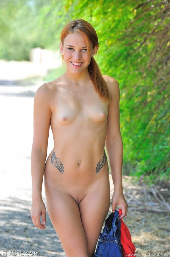 Daisy Gets Naked Outdoors pictures