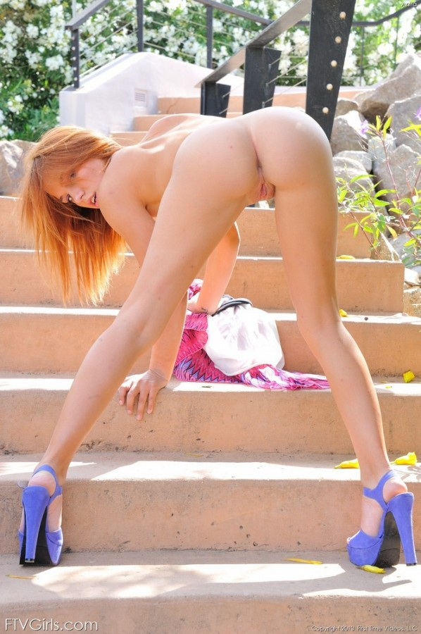 Daisy Spreads Her Pussy Outdoors pictures